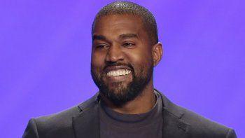 En esta foto del 17 de noviembre de 2019, Kanye West durante un servicio en la Iglesia de Lakewood en Houston. El raperocalificó para aparecer en la boleta presidencial de Oklahoma.