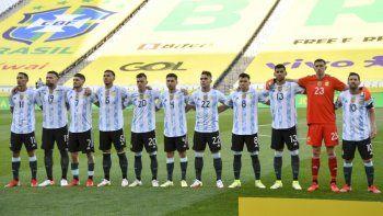 Los jugadores de Argentina posan para las fotos antes del inicio de su partido de fútbol de clasificación sudamericano para la Copa Mundial de la FIFA Qatar 2022 contra Brasil en el Neo Química Arena, también conocido como Corinthians Arena, en Sao Paulo, Brasil, el 5 de septiembre de 2021.