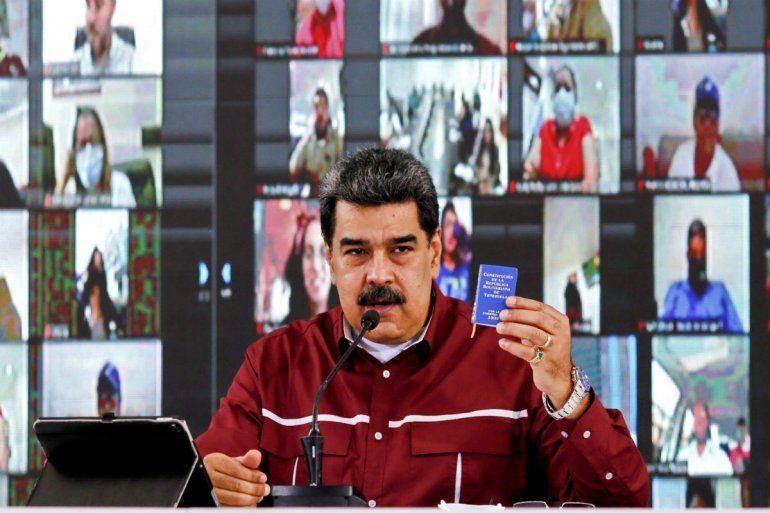 Foto del folleto publicado por la Presidencia venezolana del presidente de Venezuela
