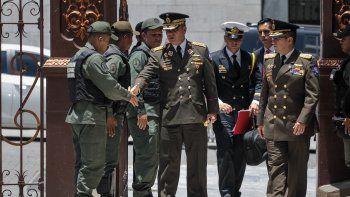 El ministro de Defensa venezolano Vladimir Padrino López (c) asiste a la segunda sesión plenaria de la Asamblea Nacional Constituyente instaurada por el régimen de Nicolás Maduro en Caracas.