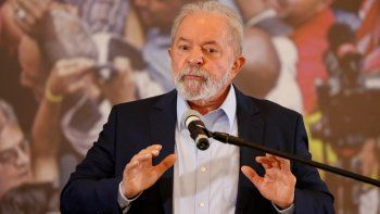 El expresidente brasileño Luiz Inácio Lula da Silva habla en la sede del Sindicato de Trabajadores Metalúrgicos en Sao Bernardo do Campo, estado de Sao Paulo, Brasil, el miércoles 10 de marzo de 2021, luego de que un juez anulara sus dos condenas por corrupción