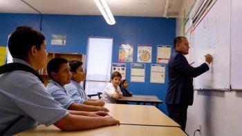 Los distritos escolares de Arizona se han visto en la necesidad dereclutar maestros extranjeros para poder cubrir el déficitexistente en el estado.