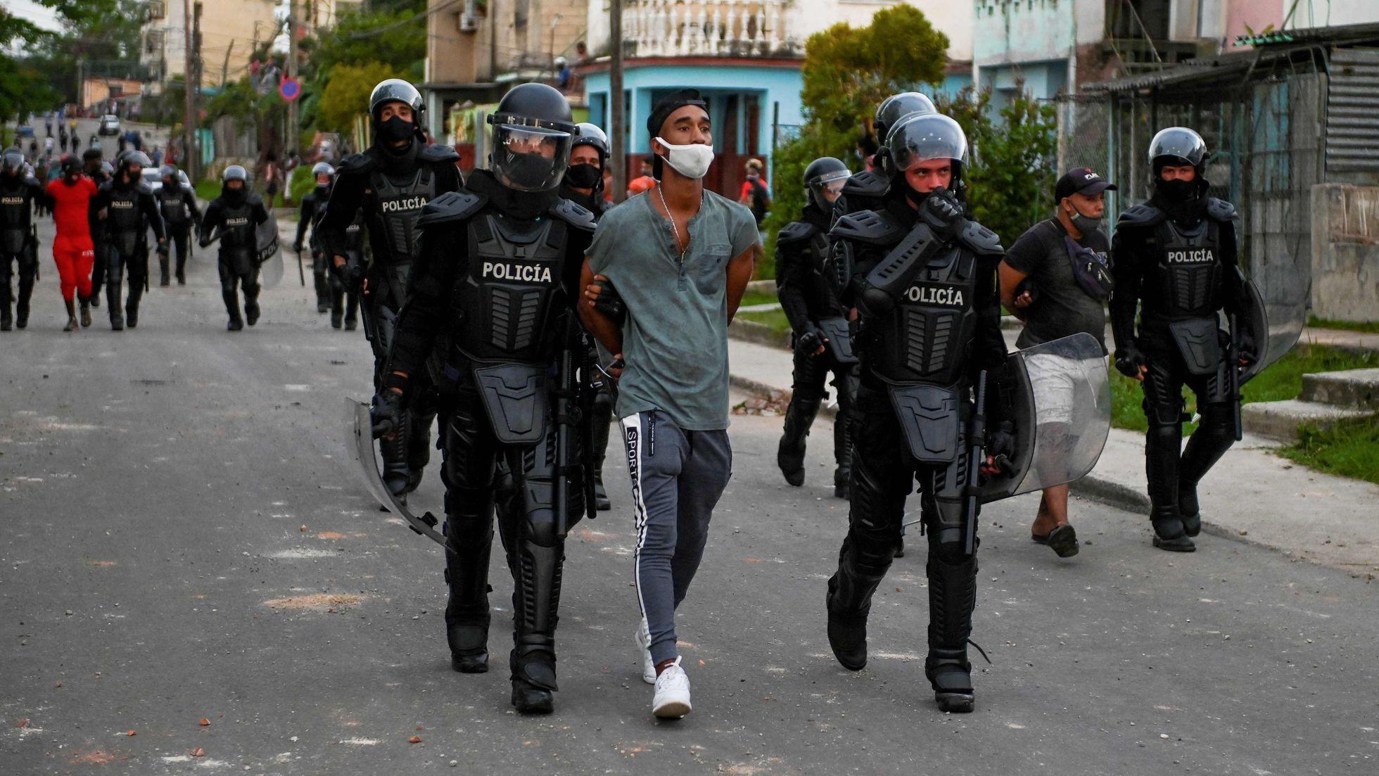 Irregularidades regulares y aquiescencia en los juicios políticos en Cuba