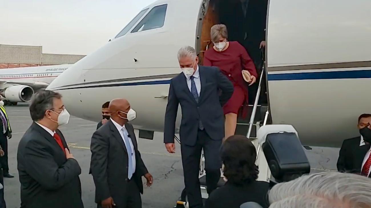 Arribo de Díaz-Canel y Lis Cuesta a Ciudad de México en el Dassault Falcon 900EX.