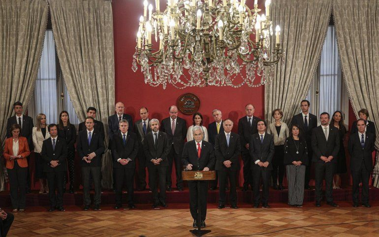El presidente chileno Sebastián Piñera habla durante una ceremonia para presentar a nuevos miembros de su gabinete en el palacio de La Moneda en Santiago de Chile