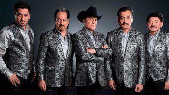 A principios de marzo, poco antes de que se cancelaran todos los conciertos para prevenir la propagación del coronavirus, Suenatron logró dar dos presentaciones en el Auditorio Nacional de la Ciudad de México como invitado de Los Tigres del Norte.