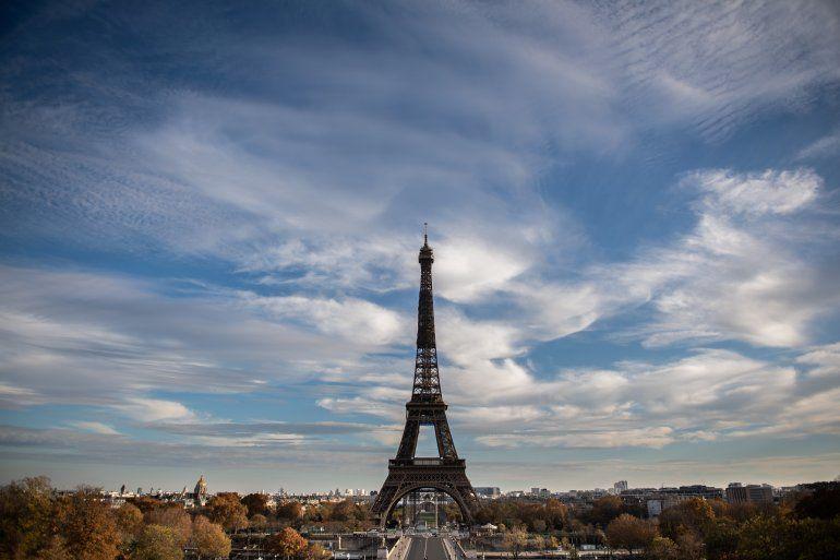 Esta foto de archivo tomada el 14 de noviembre de 2020 muestra la Torre Eiffel en París. Cerrada durante el segundo bloqueo