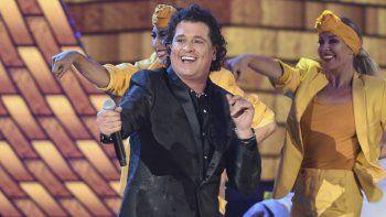 """Carlos Vives canta Hoy Tengo Tiempo en los Latin Grammy en Las Vegas el 15 de noviembre de 2018. Vives está nominado a seis Latin Grammy incluyendo álbum del año y canción del año por su álbum """"Cumbiana""""."""