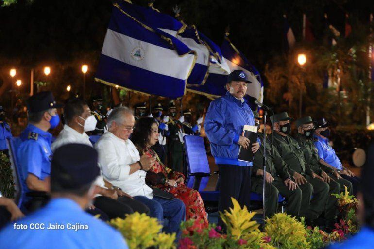 El dictador Daniel Ortega en un acto en el que le acompañan jefes de la Policía y del Ejército