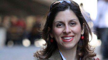 Nazanin Zaghari-Ratcliffe, mujer británica-iraní detenida en Irán. Irán liberaría a prisioneros vinculados a países occidentales a cambio de miles de millones de dólares de EEUU y Reino Unido.