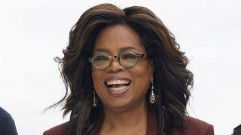 OprahWinfrey será la oradora principal, mientras que Awkwafina, Jennifer Garner, Lil Nas X y Simone Biles ofrecerán consejos sabios para la promoción del 2020 en una ceremonia degraduaciónvirtual a través de Facebook e Instagram.