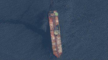 En esta imagen satelital difundida por Maxar Technologies se ve al buque petrolero FSO Nabarina el domingo 9 de agosto de 2020 frente a las costas de Trinidad y Tobago.
