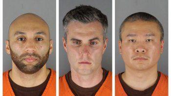 De izquierda a derecha aparecen J. Alexander Kueng, Thomas Lane y Tou Thao, acusados de colaboración y complicidad en la muerte del afroestadounidense George Floyd.