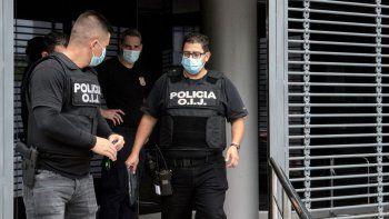 Policías de la Agencia de Investigación Judicial (OIJ) allanan el Consejo Nacional de Viabilidad durante una investigación por presuntos hechos de corrupción en San José, Costa Rica.