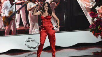 """En esta fotografía de archivo del 14 de noviembre de 2019 Ximena Sariñana durante un popurrí en la 20ª entrega del Latin Grammy en el MGM Grand Garden Arena en Las Vegas.Sariñana puso énfasis en mujeres profesionales para la realización del video y producción de su nuevo tema """"Una vez más"""" lanzado el 29 de abril de 2020."""