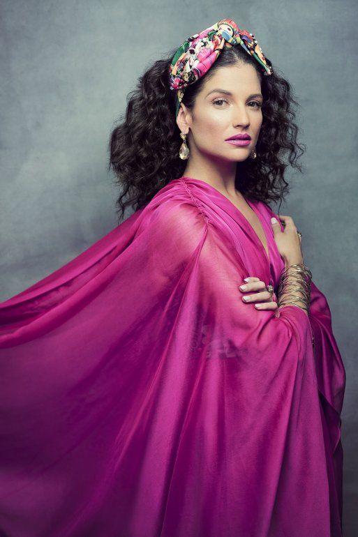 La cantante española Natalia Jiménez es una de las celebridades que conducirá el especial de la alfombra roja de los premios Latin Billboard.
