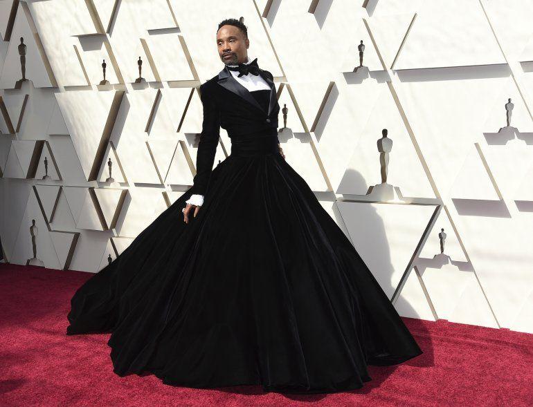 En esta fotografía de archivo del 24 de febrero de 2019 Billy Porter luce un esmoquin de terciopelo negro de Christian Siriano en los Oscar en Los Ángeles.