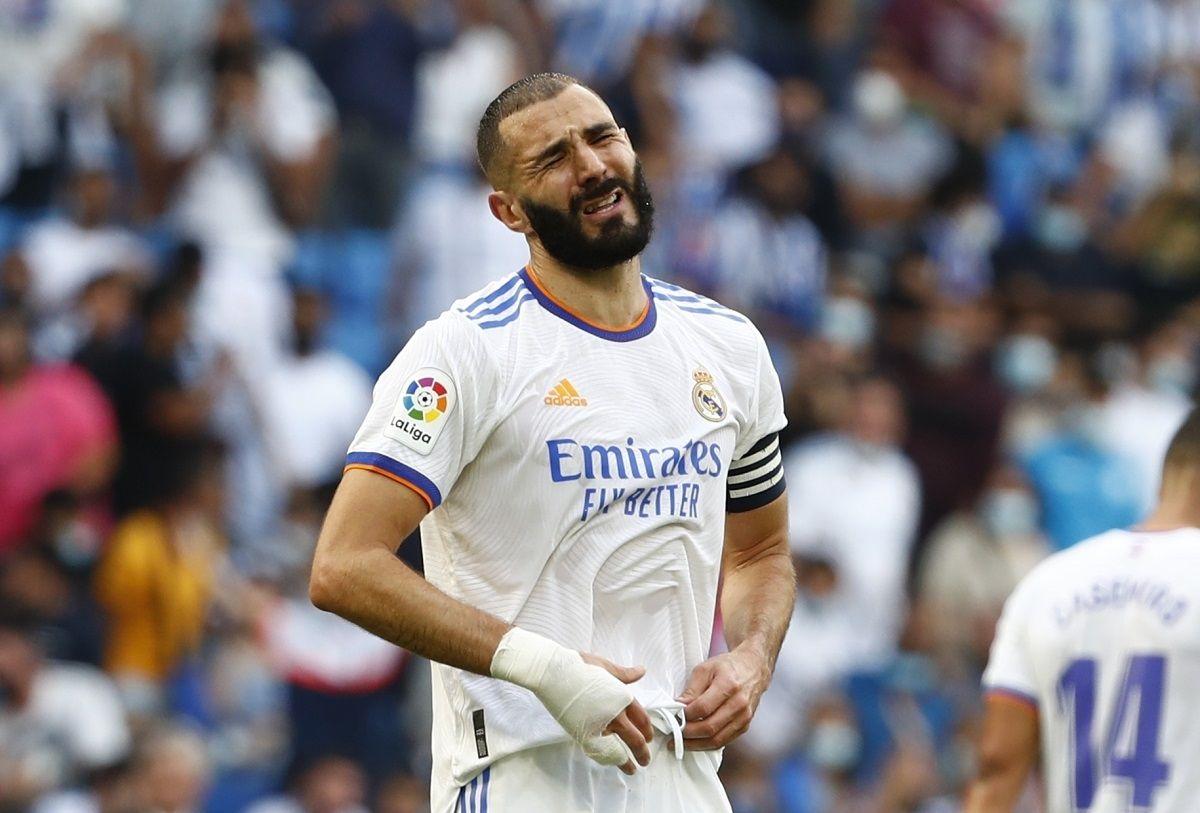 Karim Benzema del Real Madrid reacciona durante el partido contra Espanyol por la Liga española, el domingo 3 de octubre de 2021.