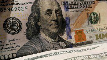 En el mercado paralelo, en el que se concretan la mayoría de las operaciones de compra y venta de divisas en el país, el dólar se cotizaba este viernes en 855.478,39 bolívares, un valor notablemente superior al que reporta el emisor venezolano.