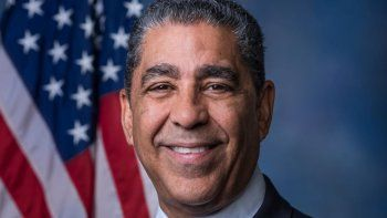 El congresista (D) Adriano Espaillat, representa el Distrito 13 de Nueva York, quien aboga por trato igualitario sin discriminación para las comunidades.