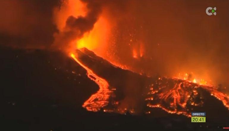 Vista parcial de la erupción volcánica en el volcán Cumbre Vieja, en La Palma, Islas Canarias, España, este domingo 19 de septiembre de 2021.