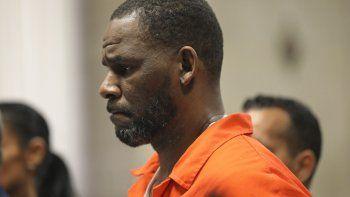 Kelly, cuyo nombre completo es Robert Kelly, se declaró inocente en agosto de los cargos de Nueva York acusándolo de usar su fama para reclutar mujeres y niñas jóvenes para actividades sexuales ilegales.