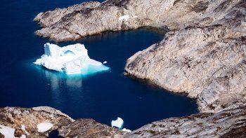 En esta foto aérea de archivo tomada el 15 de agosto de 2019, se muestra un iceberg mientras flota a lo largo de la costa este de Groenlandia cerca de Kulusuk (también escrito como Qulusuk), en el Ártico.