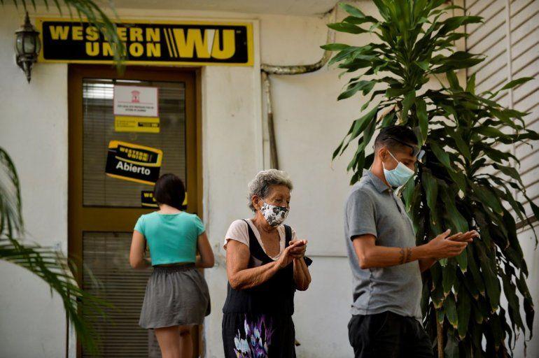 Western Union estudia alternativas para envío de remesas a Cuba
