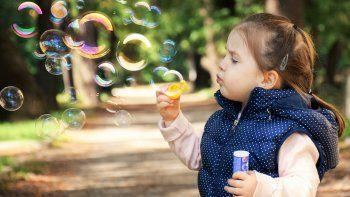 Los niños tendrán la oportunidad de usar su imaginación, con una variedad de actividades, que incluyen la construcción de objetos con material de uso cotidiano, la realización de murales, hacer arte en tiza y mucho más.