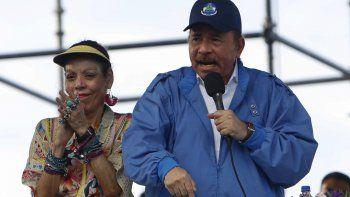 Elgobernante Daniel Ortega habla el miércoles 29 de agosto de 2018 mientras su esposa ysegunda al mando Rosario Murillo aplaude, en Managua, Nicaragua.