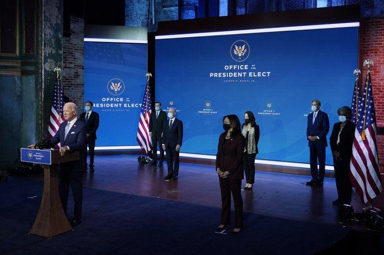 El presidente electo Joe Biden y la vicepresidenta electa Kamala Harris presentan sus nominados y designados para cargos clave en seguridad nacional y política exterior en el teatro Queen en Wilmington