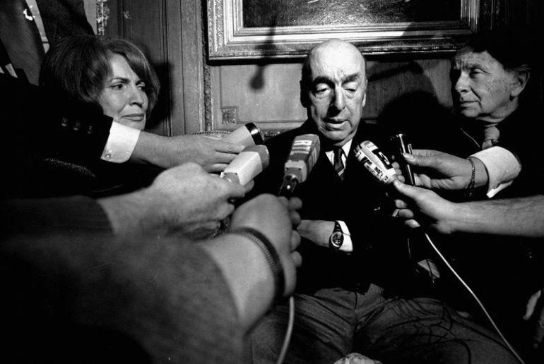 Esta foto de archivo del 21 de octubre de 1971 muestra a Pablo Neruda