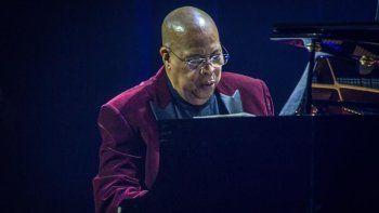 El pianista y compositor de jazz latino presenta hoy en el Teatro Real, en su única cita en España, el concierto a dos pianos De La Habana a Kioto, con parada en Madrid, una conversación entre diferentes culturas que mantendrá con Kawakami