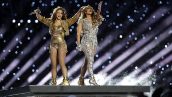 Shakira y Jennifer López durante su presentación en el espectáculo de medio tiempo del Super Bowl 54 de la NFL el domingo 2 de febrero, en Miami Gardens, Florida.