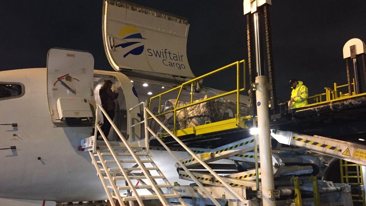 Autorizan a una tercera aerolínea a transportar ayuda humanitaria a Cuba
