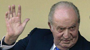 En esta foto de archivo del 2 de junio de 2019, el antiguo rey Juan Carlos de España saluda en la plaza de toros de Aranjuez, España. Una antigua amante inició una demanda por acoso contra Juan Carlos en una corte británica, dijo la firma de relaciones públicas que representa a Corinna Larsen el 28 de julio de 2021.