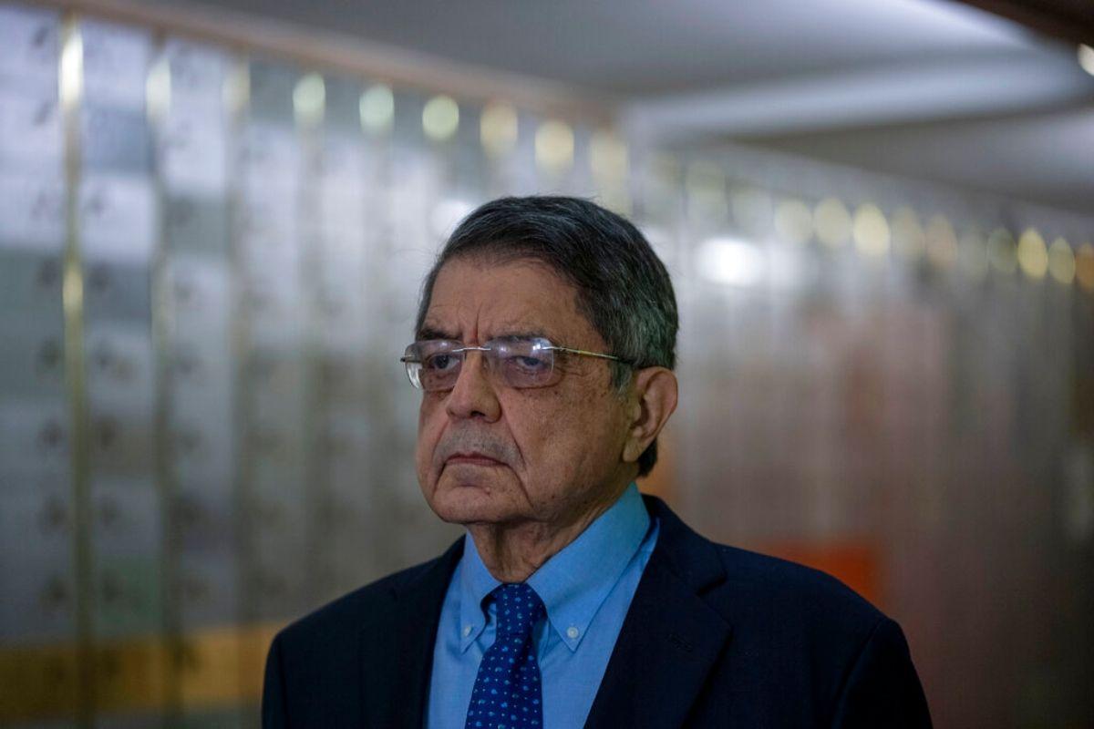 """El escritor nicaragüense Sergio Ramírez participa en una reunión en la sede del Instituto Cervantes, en Madrid, España, el 13 de septiembre de 2021. Hace unos días, el autor de """"Castigo Divino"""" dijo que tenía pensado establecerse en Costa Rica."""