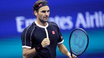 Federer, cinco veces monarca en el US Open, mejoró a una foja de 19-0 en la primera ronda de este torneo, al imponerse 4-6, 6-1, 6-2, 6-4 sobre Sumit Nagal, en el último duelo de la jornada.