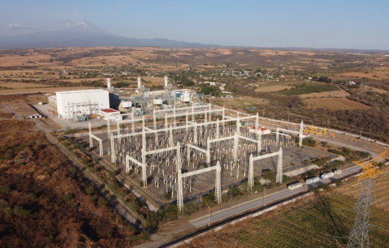 Esta fotografía de archivo del 22 de febrero de 2020 muestra a una planta generadora que forma parte de un enorme proyecto energético que incluye un ducto de gas natural
