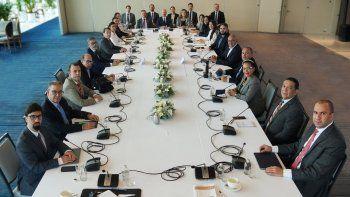 Captura de pantalla del Twitter del represnetante de Noruega de la Mesa de negociación donde están representantes de la Plataforma Unitaria y el chavismo en México.