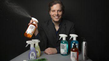 Daniel Orellana, empresario venezolano, quien junto a su hermano Tomás, busca transformar el concepto de limpieza y orden en el hogar gracias a ARTIK, una línea de productos de aseo.