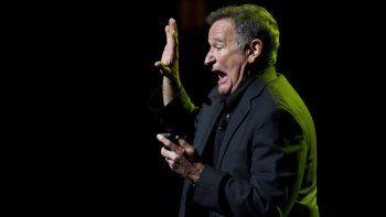 En esta foto del 8 de noviembre de 2012, el actor de Hollywood Robin Williams se presenta en el sexto concierto benéfico anual Stand Up For Heroes para miembros del servicio lesionados y veteranos en Nueva York.