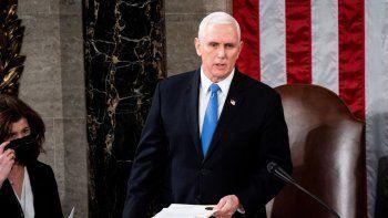 El vicepresidente Mike Pence preside una sesión conjunta del Congreso para el conteo de los votos electorales que certificarían al presidente de Estados Unidos, eEn Washington, DC, el 6 de enero de 2021.