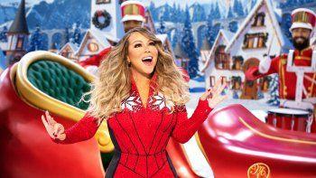 Mariah Carey canta durante su especial de Navidad Mariah Careys Magical Christmas Special, disponible el viernes en Apple TV+.