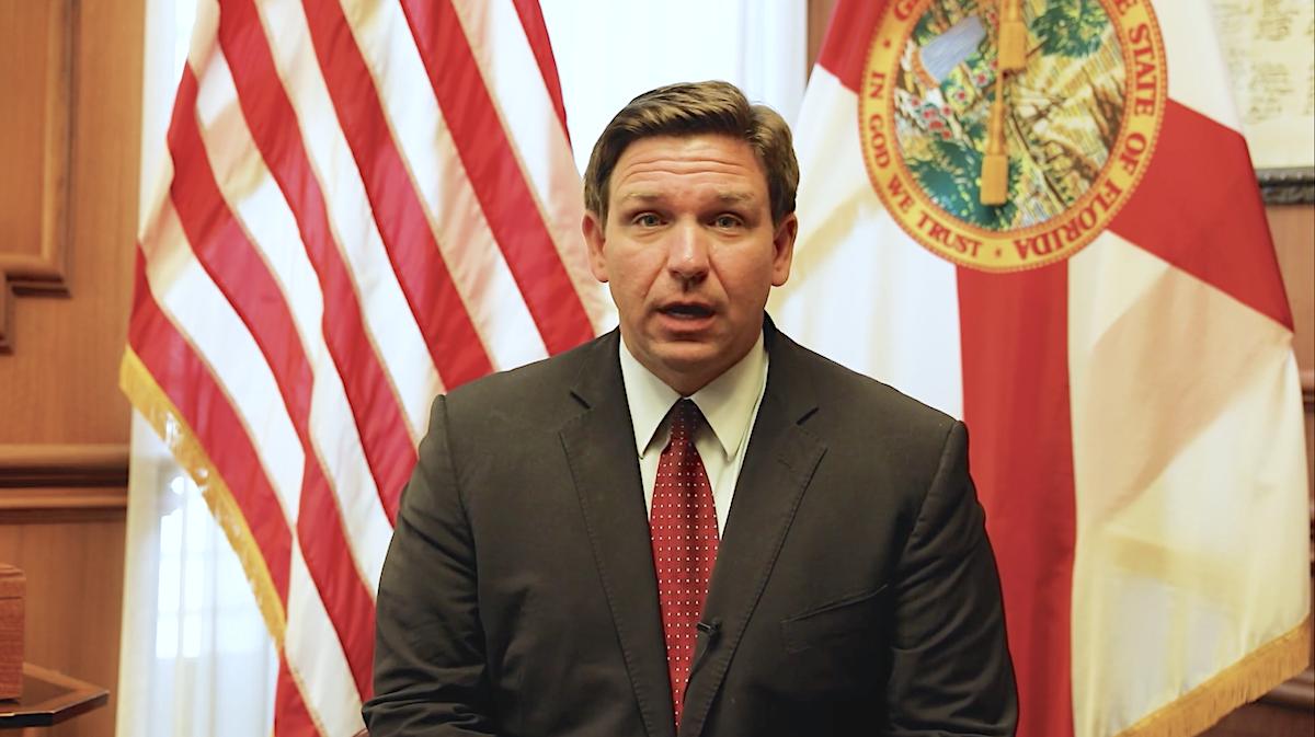 El gobernador del estado de Florida, Ron DeSantis, en un video publicado el viernes 22 de octubre de 2021.