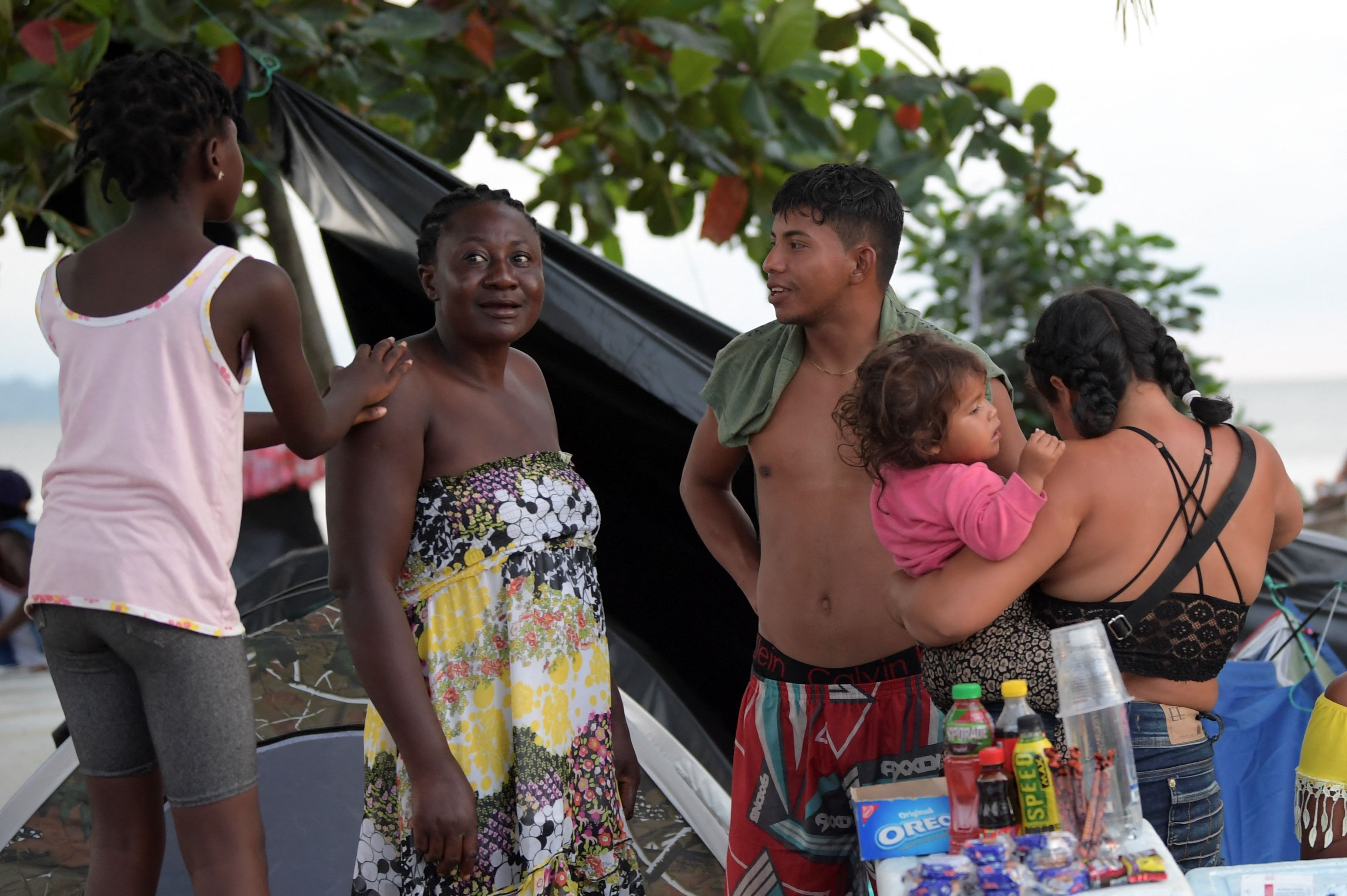 Haitianos ayudan a venezolanos en ruta a EEUU