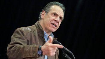 Fotografía de archivo del miércoles 24 de febrero de 2021 del gobernador de Nueva York Andrew Cuomo en conferencia de prensa antes de la apertura de un sitio de vacunación contra el COVID-19 en Queens, Nueva York.
