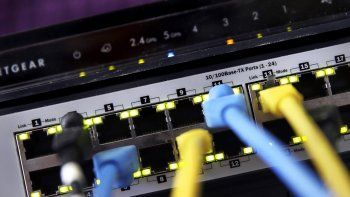 Foto de un router del 19 de junio del 2018 tomada en East Derry, New Hampshire, EE.UU. En la mayoría de los casos, la privacidad digital requiere hoy servicios especializados. Un programa antivirus ya no es suficiente para proteger la información.
