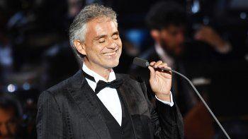 Bocelli, que estudió derecho y se quedó ciego a la edad de doce años, logró su gran éxito internacional hace más de 20 años con su canción Time to say Goodbye.