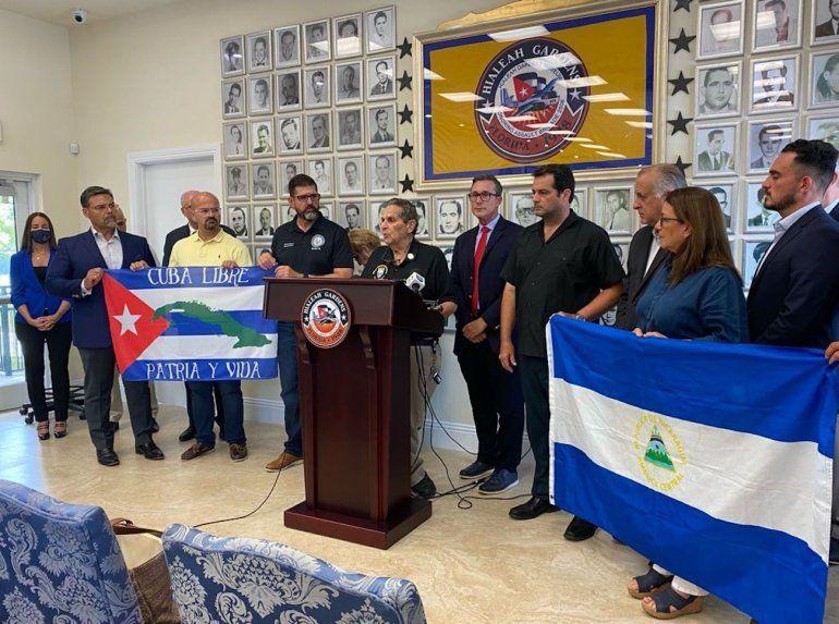 Líderes republicanos manifestaron su apoyo a la libertad de Cuba durante una rueda de prensa en el Museo Honorario de la Brigada de Asalto 2506